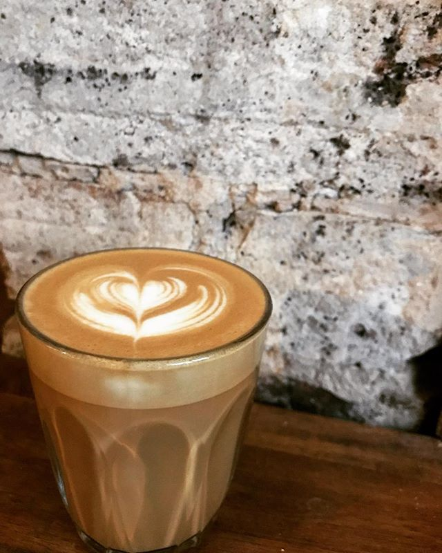 Well hello there Saturday your lookin' mighty fine this morn ..#weekendfeels #breakfast #8-12 #thompsonstreet #roxburgh #saturdayvibes #coffee #latteart #homeiswherethecoffeeis #caffeine #latte