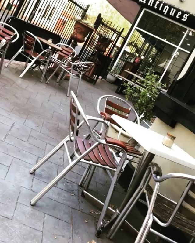 How could you not be motivated this fine Monday morning! Courtyard coffee and perfect weather forecasted ️️....#coffee #courtyard #baristalife #mondaymotivation #vibes #whoop #spring #goodvibes #happydays #cafefeels #thompsonstreet #greaterhamilton