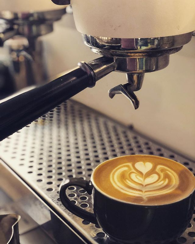 Open from 7.30 boys and girls! Yep that's right 7.30AM (Mon-Sat) ....#latteart #newtradinghours #coffee #needcoffeee #coffeeshop #roxburghhhouse #caffeine #openfrom730am #slayerespresso #slayersteam #roxcoffee #instacoffee