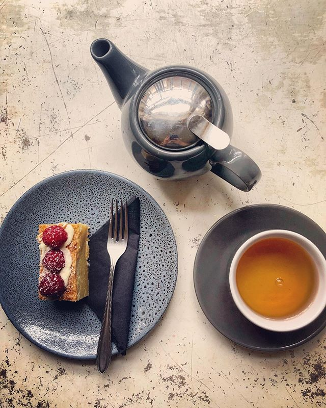 Delicious Melbourne Breakfast by @t2tea and a devilish white chocolate blondie, good for the body, mind and soul...#melbournebreakfast #tea #chocolate #blondie #tea #t2 #slice #yummo #sweettreats #roxburghhouse #coffeeandtea #teatime