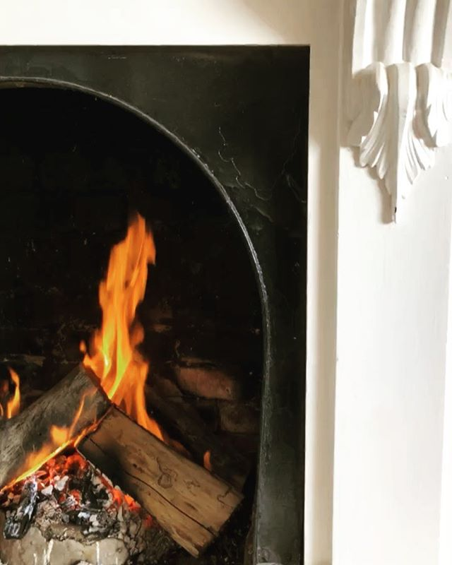 SNAP CRACKLE AND POP! Open from 7.30am ️ ...#openfireplace #rustic #historicbuildings #roxburghhouse #cafe #coffeehouse #hamilton #drroxburgh #fire #winterchill #coffeeshops #victoria #grampians #southwestvictoria #3300