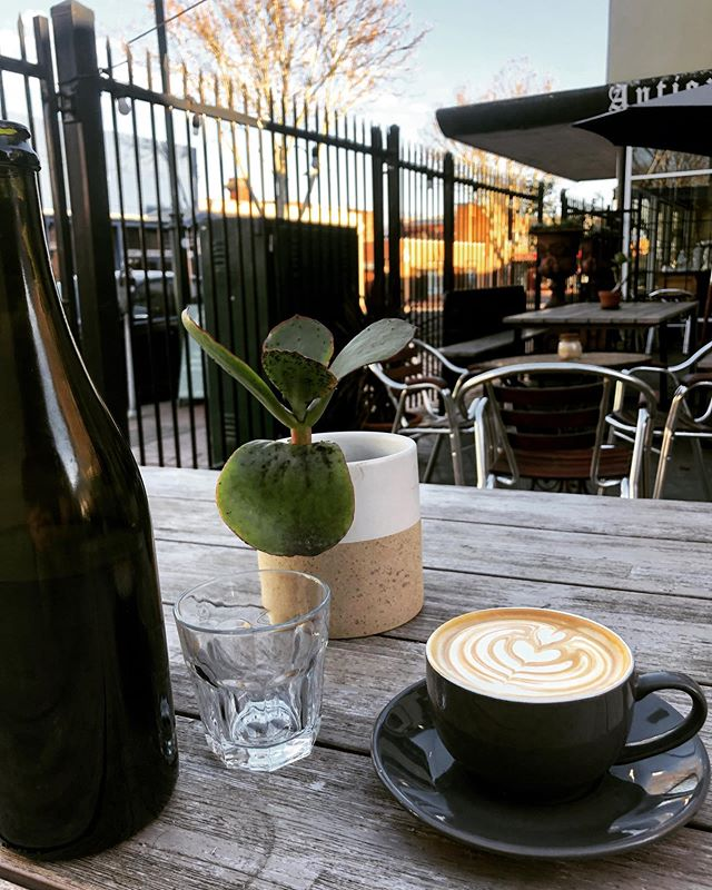 Saturday morning with coffee in hand  ....#coffee #laneway #saturday #saturdayvibes #coffeehouse #caffeine #breakfast #morningcoffeeritual #courtyard #roxburghhouse #thompsonst