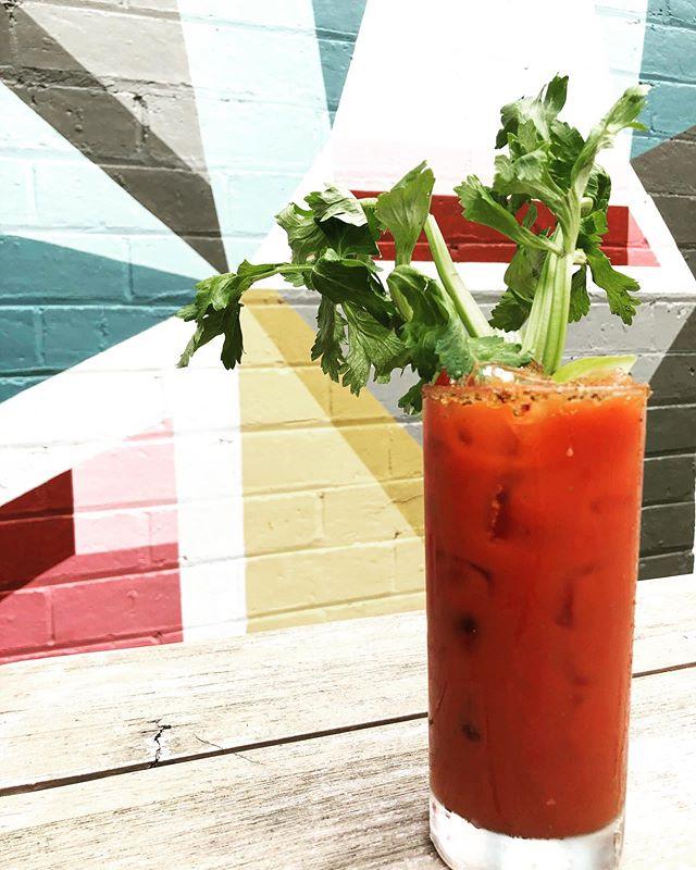 SATURDAYS 🤙.....#roxburgh #roxburghhouse #bloodymary #breakfast #drinks #weekendvibes @jasmine_mansbridge  #mural #laneway #saturdaybreakfast