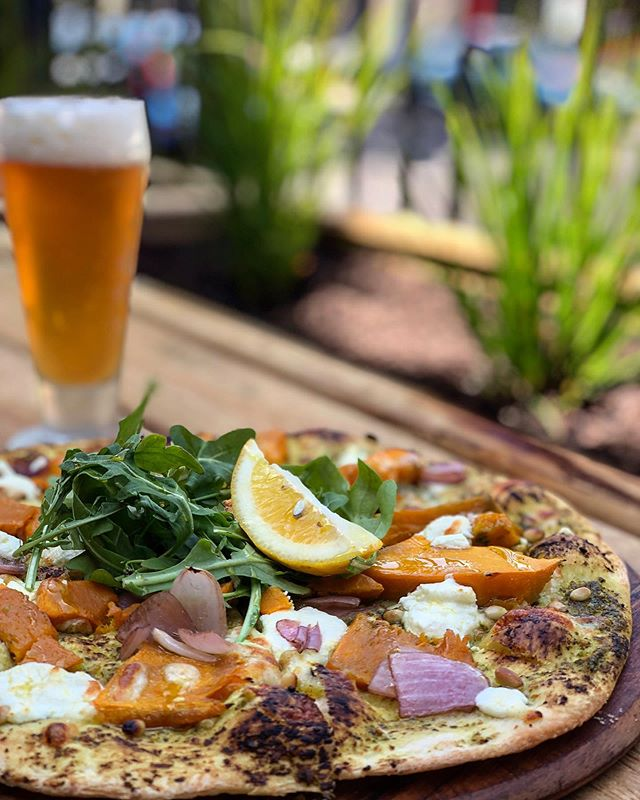 The beer is cold and the weather is warming up! What better way to enjoy it! ️   ....#craftbeer #tapbeer #pizza #courtyard #warmweather #roxburghhouse #roxpizza #thompsonstreet #tradtionalpizza #localproduce