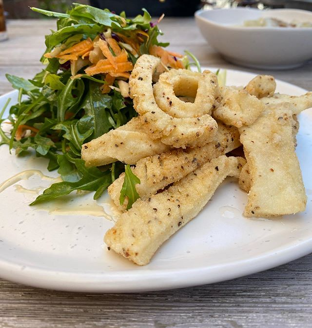 One of our many delicious meals that are available for delivery. Salt and pepper squid🧂...Download the app to order and we will get your delivery to you as soon as we can!  Apple- https://goo.gl/NTNnrBAndroid- https://bit.ly/2TsUyrc#delivery #deliveryavailable #deliveryservice #cafe #caferacer #café #cafestagram #lunchtime #dinnertime #saltandpeppersquid #greaterhamilton #theroxburgh #roxburghhouse #roxburgh